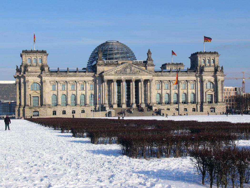 Reichstagsgebäude in Berlin …