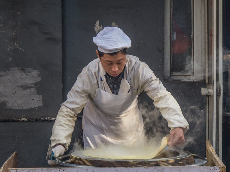 Pancake maker in Beijing