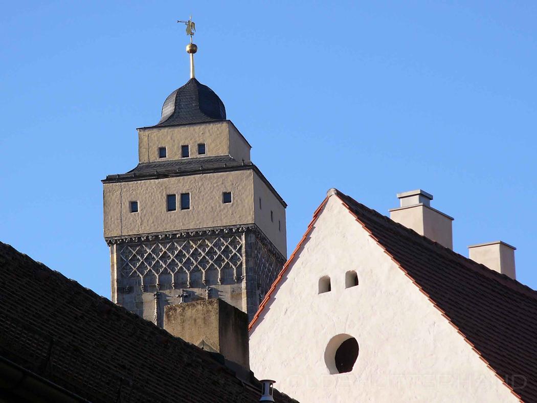 In dem nicht sehr schönen Turmaufsatz …