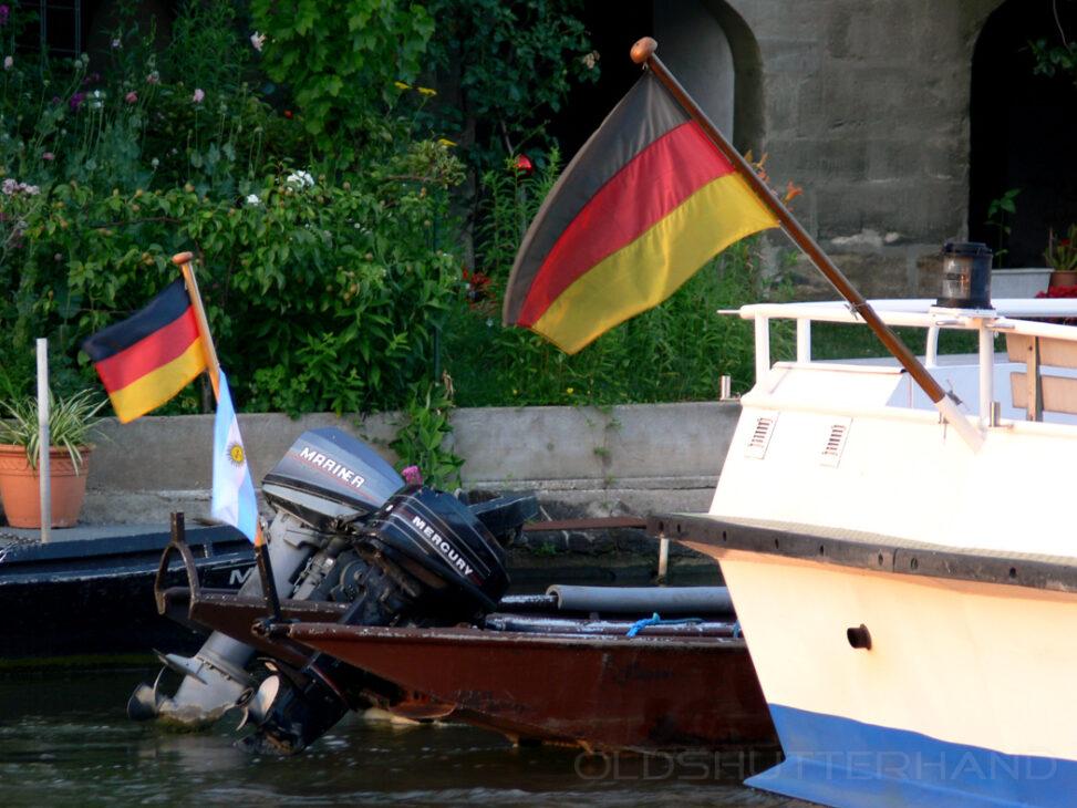 Flaggen am Boot
