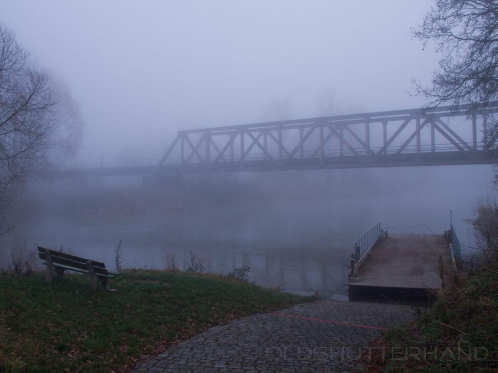 Nebel am Fluß