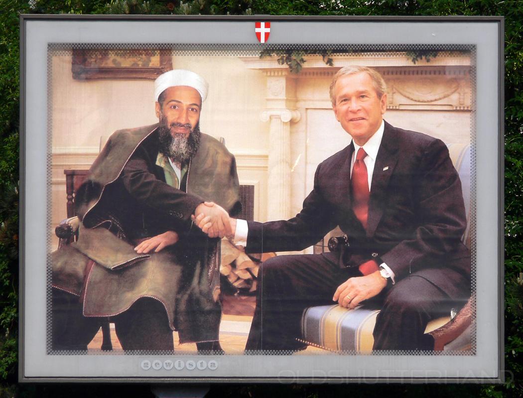 Bush und Bin Laden auf einem Plakat shaking hands