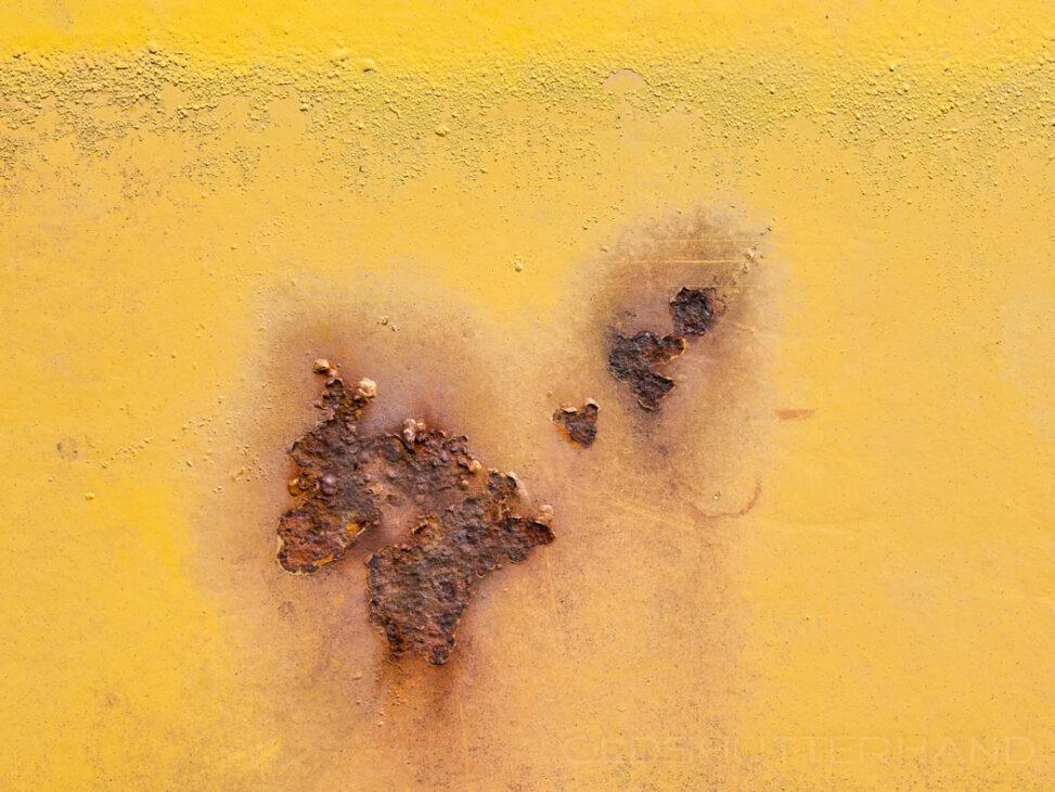 Gelbe Farbe und Rost