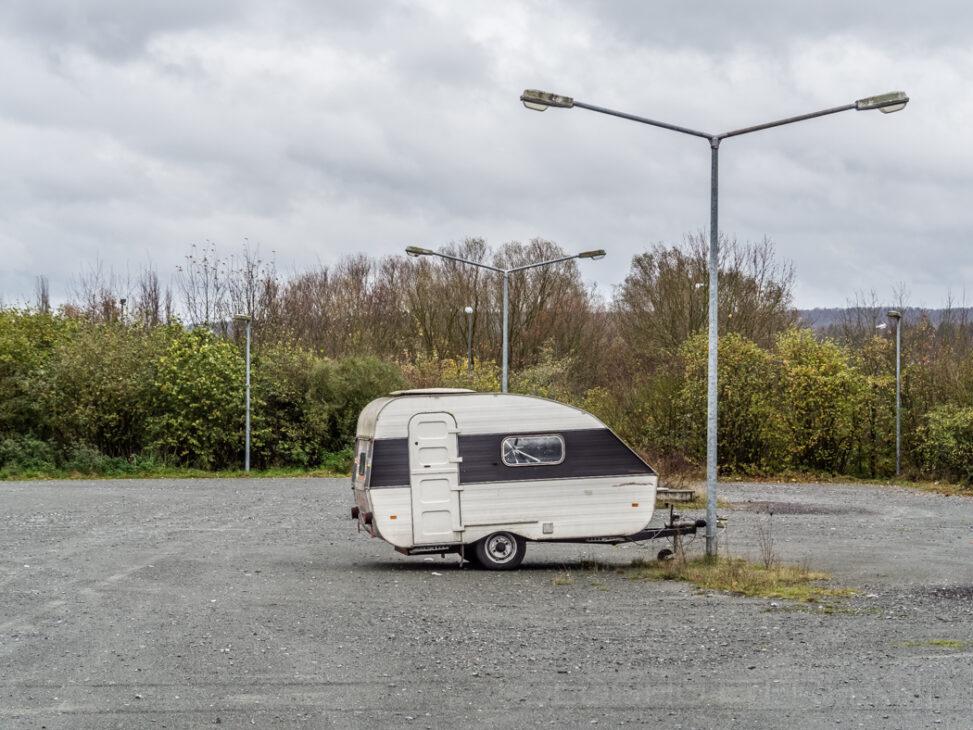 Abgestellter Wohnwagen