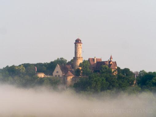 Die Altenburg im Nebel