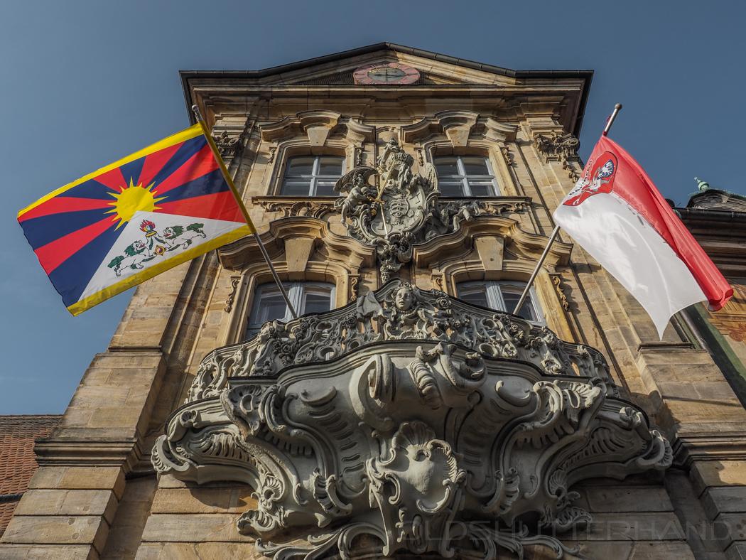 Beflaggung zum Welt Tibet Tag am Rathaus Bamberg