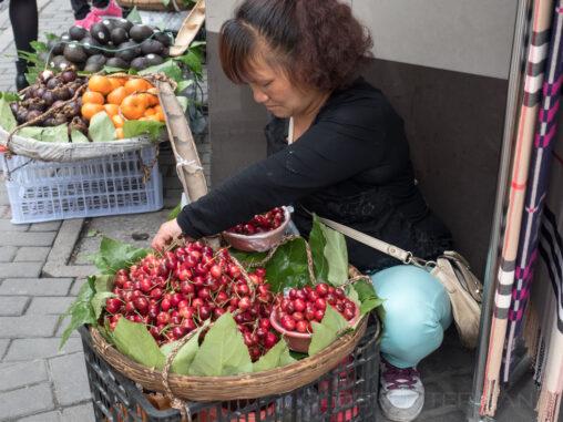 Kirschenverkäuferin
