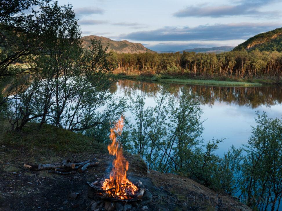 Feuer am Adamsfjordälv