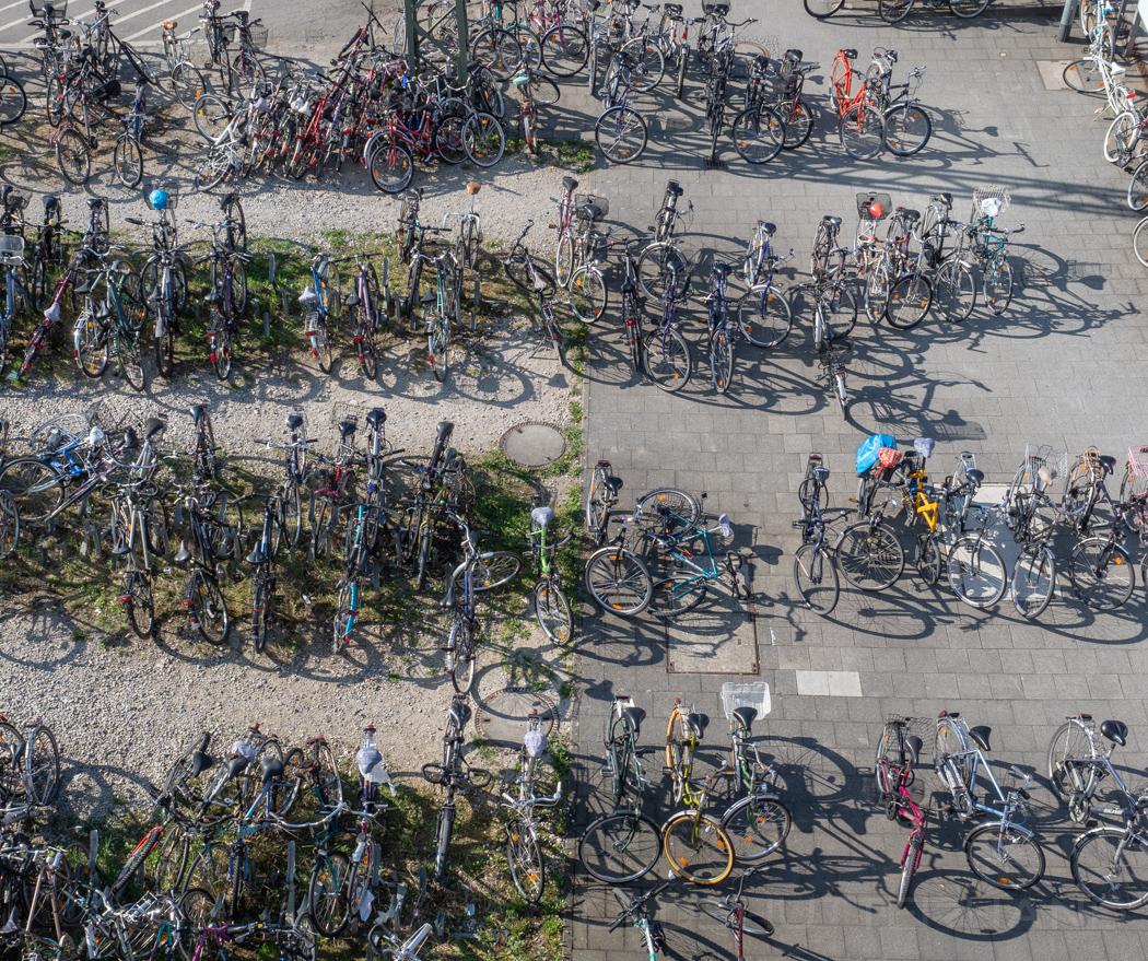 Fahrräder auf dem Bahnhofsvorplatz in Bamberg