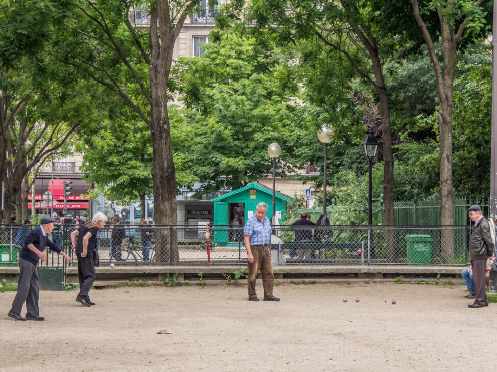 Pétanque players in Paris