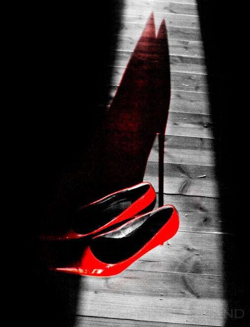 Geles rote Schuhe