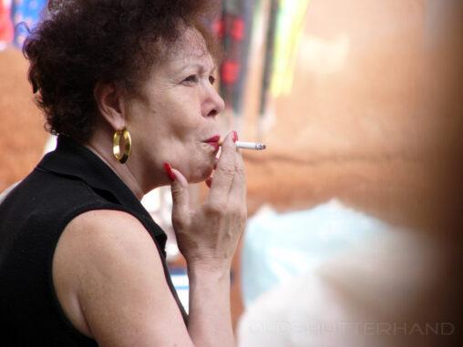 Rauchende Italienerin