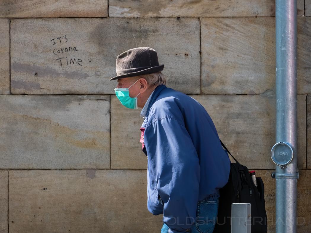 Mann mit Schutzmaske