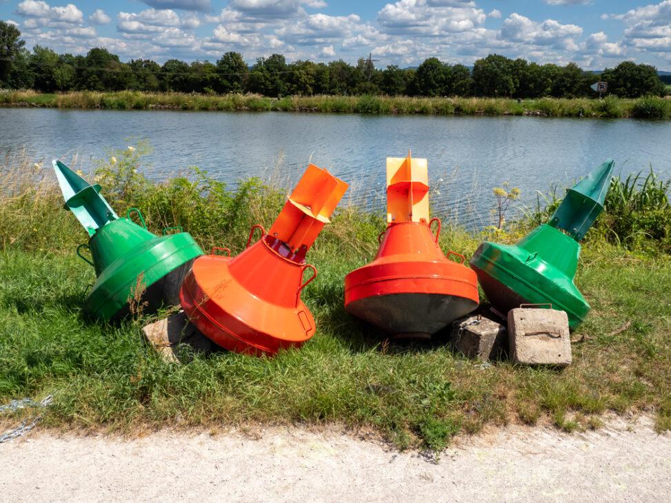 Fahrwassertonnen am MD-Kanal